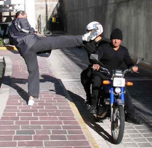 Defensa contra un ataque en Motocicleta. Querétaro, Qro. Noviembre 2005