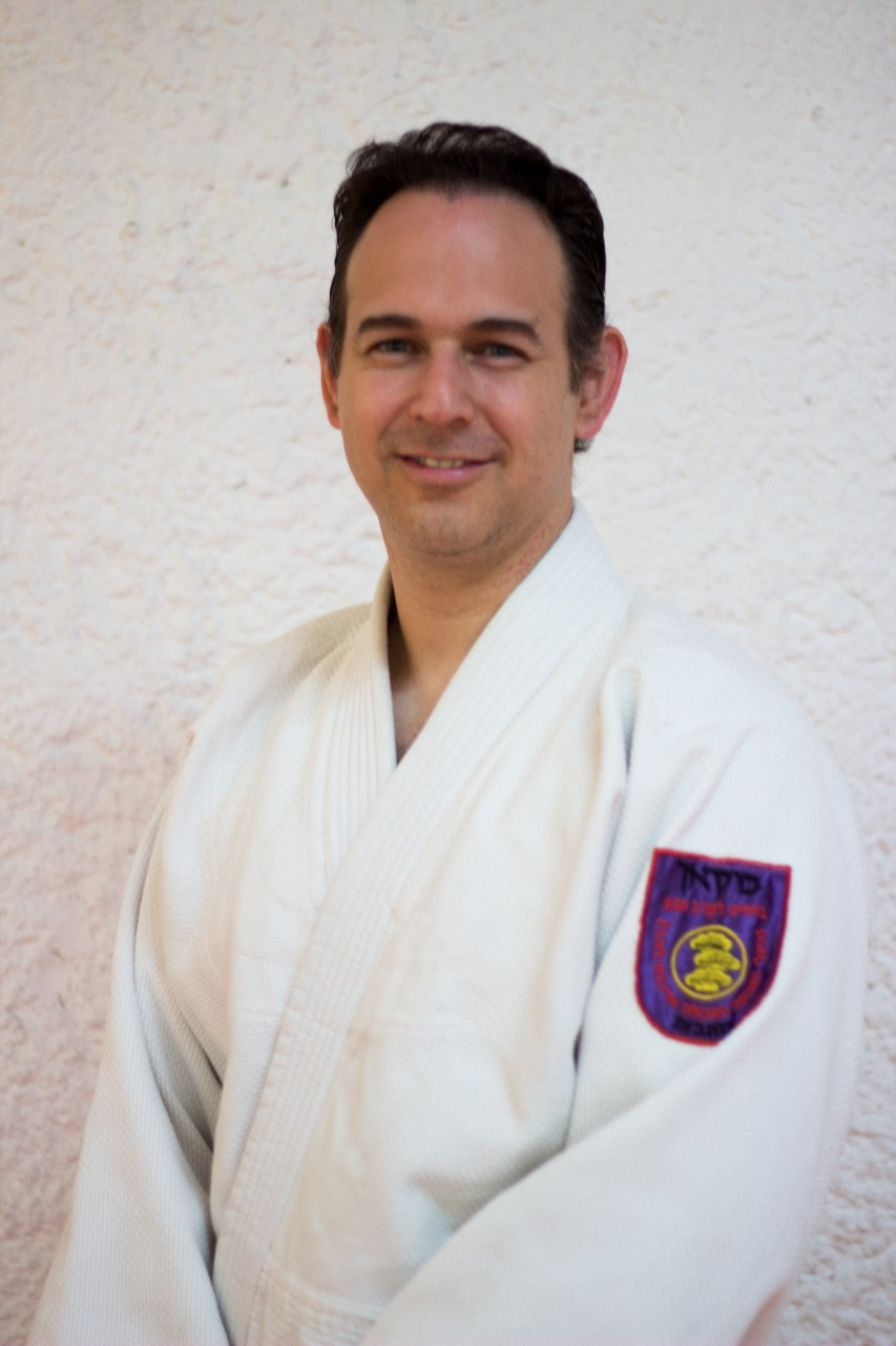 Instructor Iván Ortiz