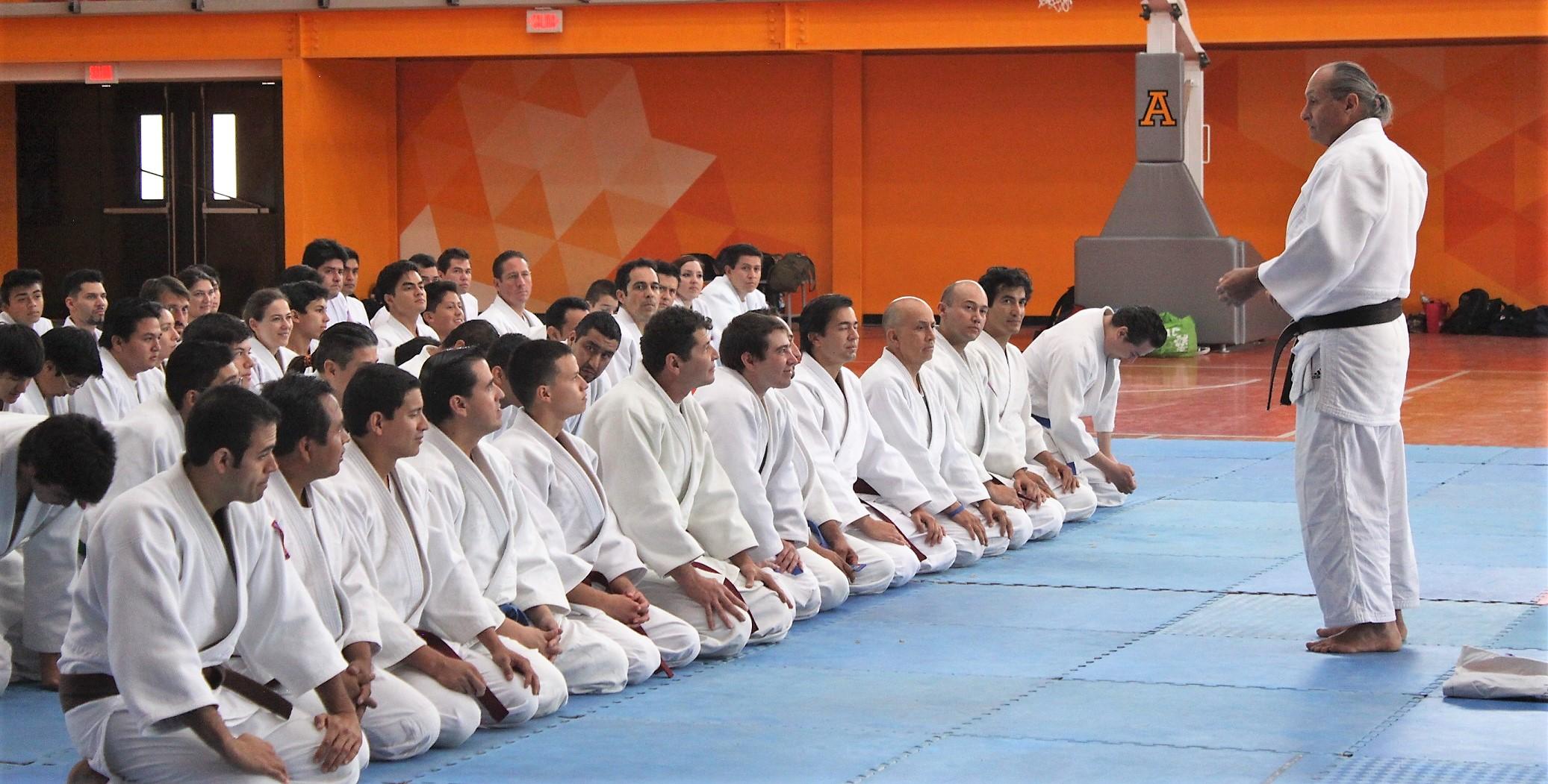 Krav-Magá se practica solamente con un Kimono Blanco (Judogi)